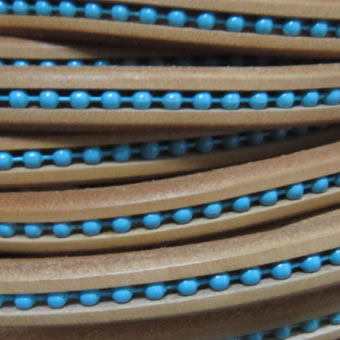 Lacqued beads regaliz leather 17cm